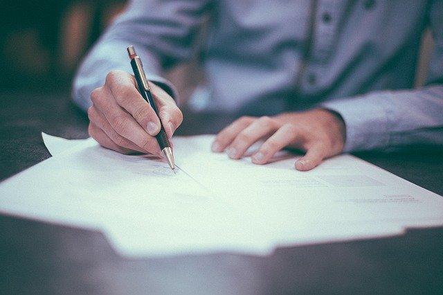 Jak napisać i kiedy złożyć formularz odstąpienia od umowy?